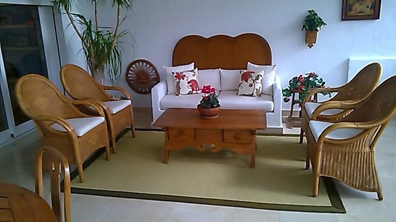 Restauración de mesa y sillas antiguas con cojines